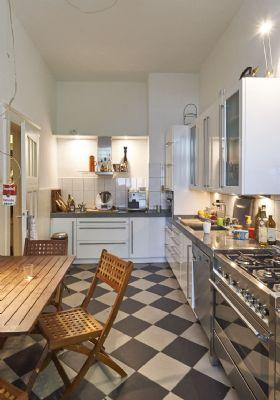 Küche mit Blick vom Balkon