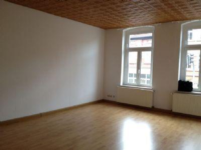 großzügiges Wohnzimmer