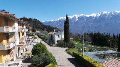 Appartement in einer Ferienanlage am Gardasee mit Seeblick , Pool und Tennisplatz (ab 25.08.17 noch frei)