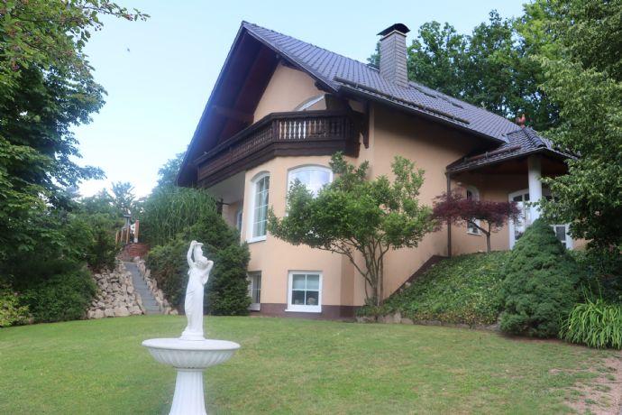 PROVISIONSFREI direkt vom Eigentümer - Luxuriöses Einfamilienhaus in einmaliger Waldrandlage mit unverbaubarem Fernblick und GROSSEN Garten.