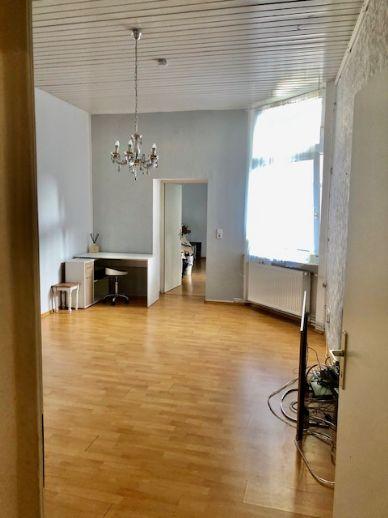 Großzügige, attraktiv geschnittene 3 Zi. Wohnung mit Balkon, Stadtmitte