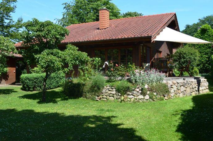 Sehr schönes Hünsrücker Holzhaus mit Blockbalken