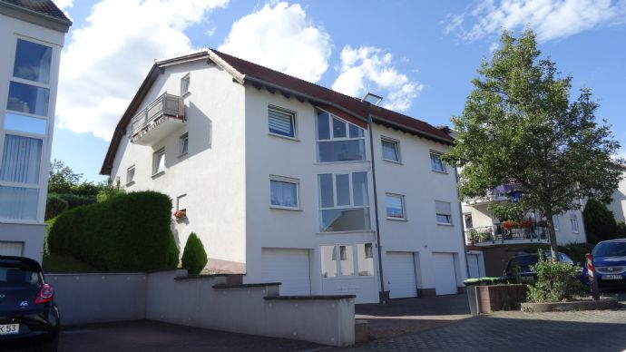 Moderne und helle 2 1/2 Zimmer Wohnung mit Balkon in ruhiger Lage von Riegelsberg