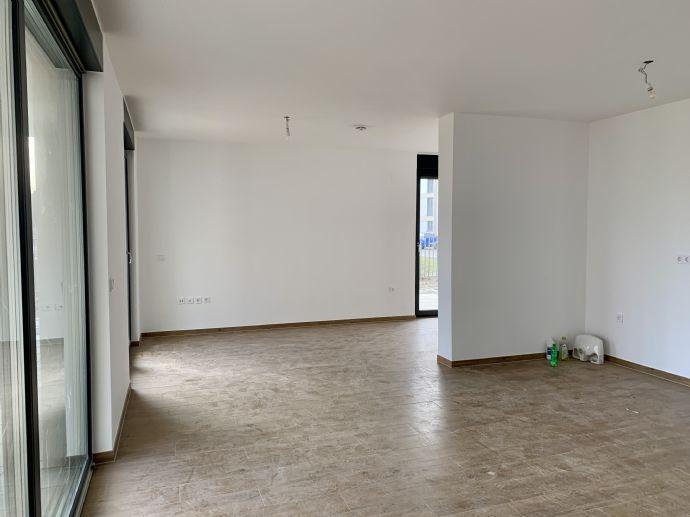Neubau 3-Zi.-EG-Wohnung mit großer Terrasse