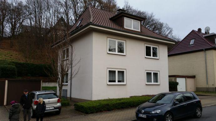 Obergeschoßwohnung in Zweifamilienhaus, 3 ZKB, Gartenanteil