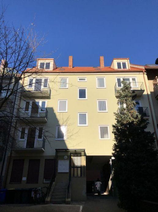 Modernisiertes Schmuckstück, im Herzen von Nürnberg nähe Burg 2- Zimmer DG mit den Blick über den Dächern Nürnbergs ,