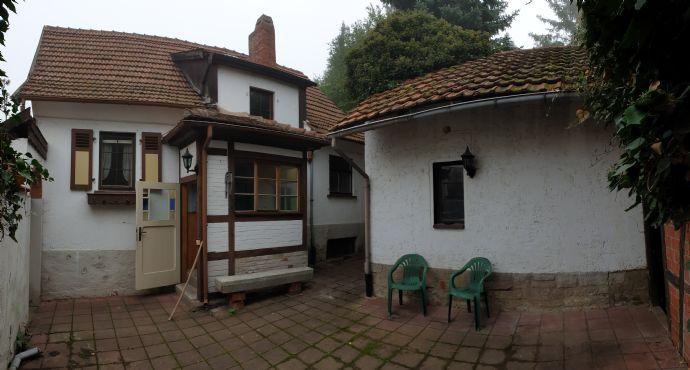 Reizvolles Einfamilienhaus mit Sanierungsbedarf in beliebter, südlicher Wohnlage !!!