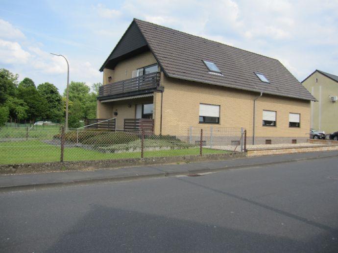 Erftstadt: Freistehend, gepflegt, hell: Zweifamilienhaus für zwei Generationen oder wohnen und arbeiten unter einem Dach.