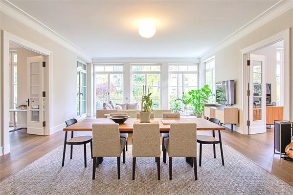 Einzigartige Designer HIGH-END-WOHNUNG - Haus im Haus - mit 900m² Privatgarten!