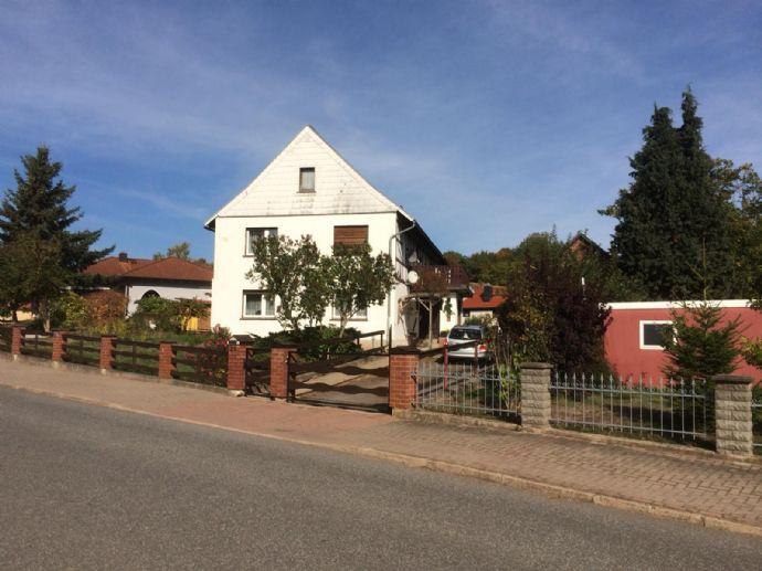 Zweifamilienhaus mit Tischlerwerkstatt und großem Grundstück