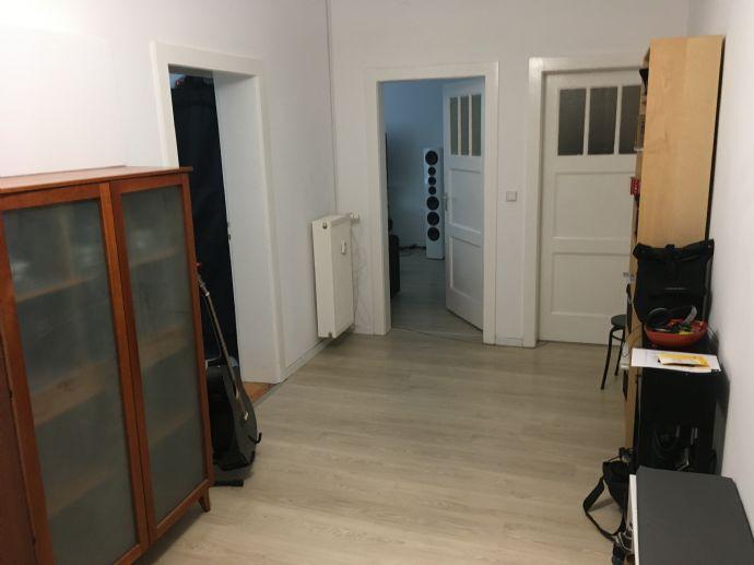 Geräumige, schöne 2-Zimmer-Wohnung sofort frei !