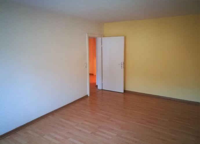 +++ große 3- Zimmer-Wohnung mit Balkon +++