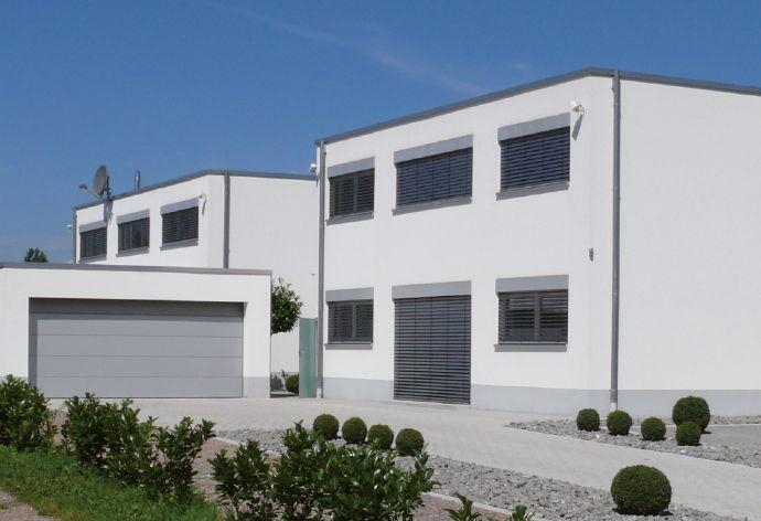 Moderne Wohn- und Bürohaus Kombination aus 2 getrennten Gebäuden