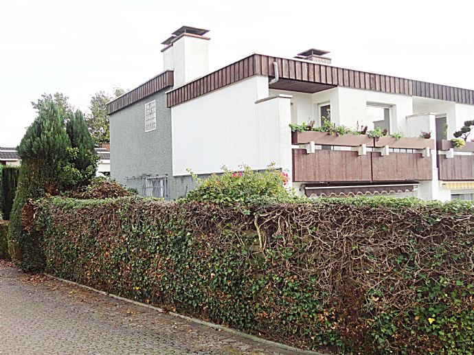 Schönes, solides Einfamilienhaus mit 2 Garagen in bester Wohnlage in Herten-Disteln