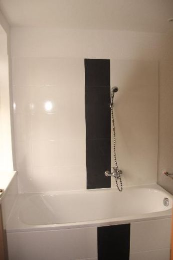 +++3 Raum-Wohnung mit modernem Bad und Laminatboden***