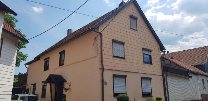 2 Teilsanierte Einfamilienhäuser in Langenhain zu verkaufen
