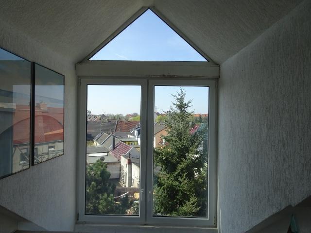 3-Zimmer-Dachwohnung mit EBK