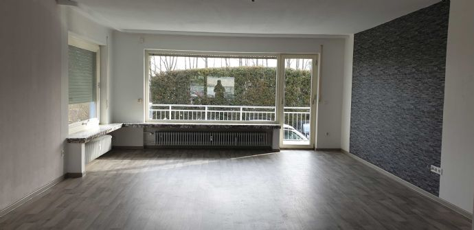 modernisierte großzügig geschnittene 4-ZKB-Wohnung