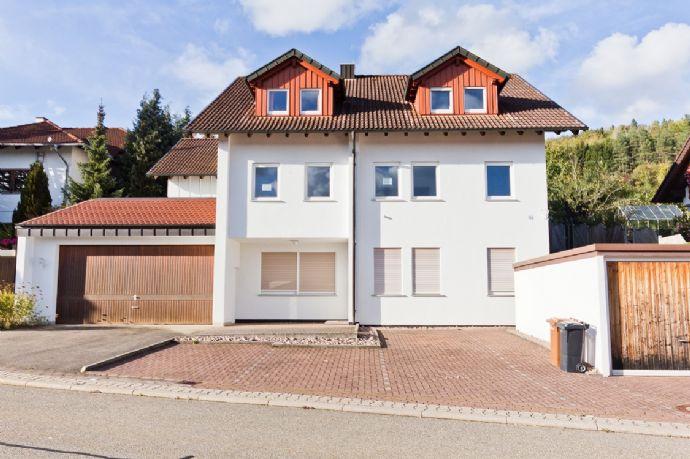 Schöne, 3-Zimmer-Wohnung, EBK, Tageslichtbad, Separates-WC, Garage und Stpl. i. Fr.!
