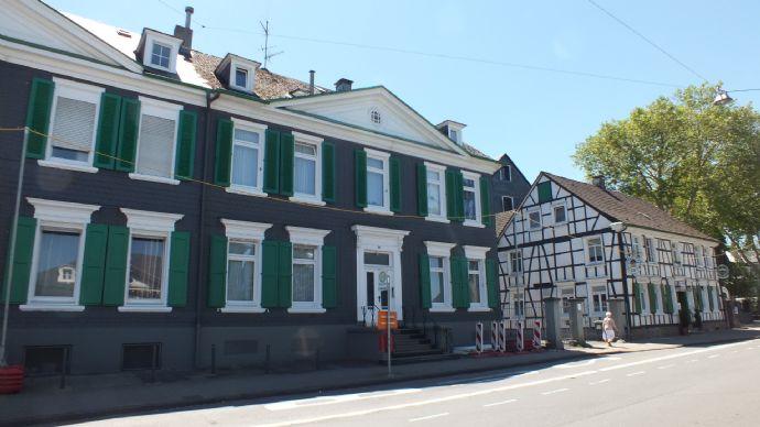 Top Anwesen mit einem 6 Familienhaus sowie einem weiteren Einfamilienhaus...
