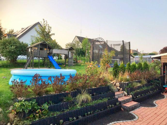 VERKAUFT !!!...exclusives, neuwertiges Einfamilienhaus mit großer Garage in ruhiger Wohnlage