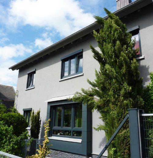 2-Generationen-Haus: 1-2 Fam.-Haus, top-renoviert und zentral in Weingarten