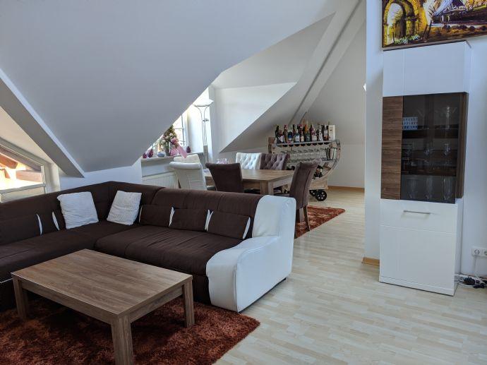 Schöne, geräumige zwei Zimmer Dachgeschoss-Wohnung in München, Forstenried