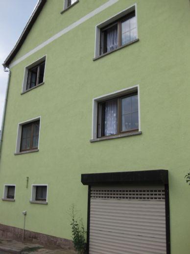 Wohnhaus mit Garage und Nebengelass!