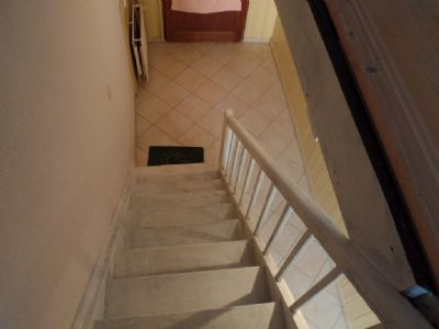 Treppe ins Erdgeschoß ...