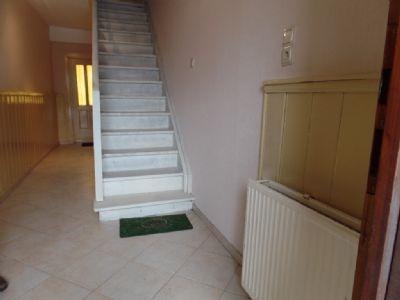 im Eingangsbereich mit Treppe nach oben ...