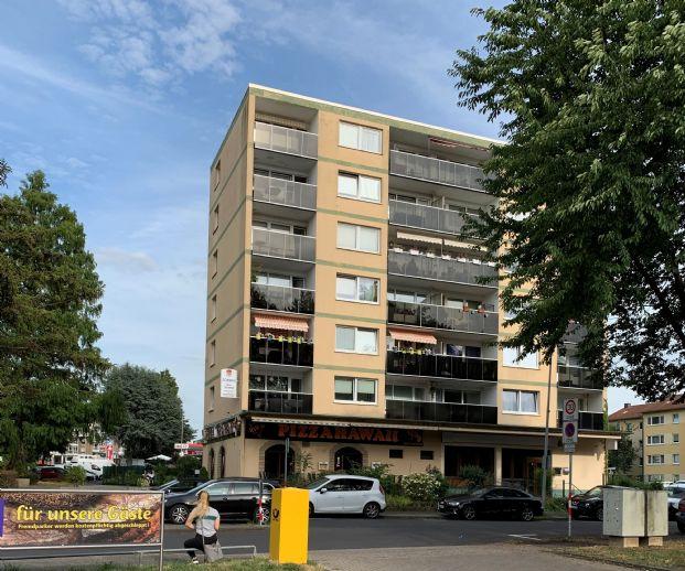 Zwei Eigentumswohnungen bestehend aus einer zwei Zimmer und einer drei Zimmer Wohnung mit der Möglichkeit die Wohnungen zu Verbinden