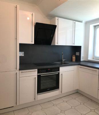 sonnige 3 Zimmer Wohnung, neue Einbauküche, Wannenbad und Balkon zu vermieten!