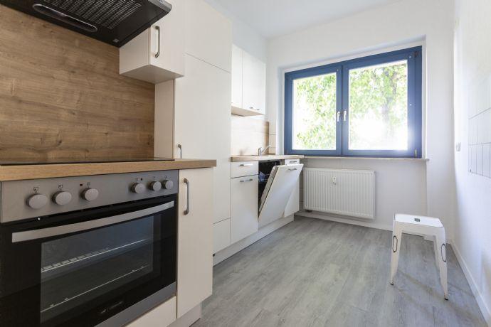 Reudnitz: 2-Zimmer-Wohnung, Tageslichtbad mit Wanne & Dusche & neue Einbauküche - WG-geeignet