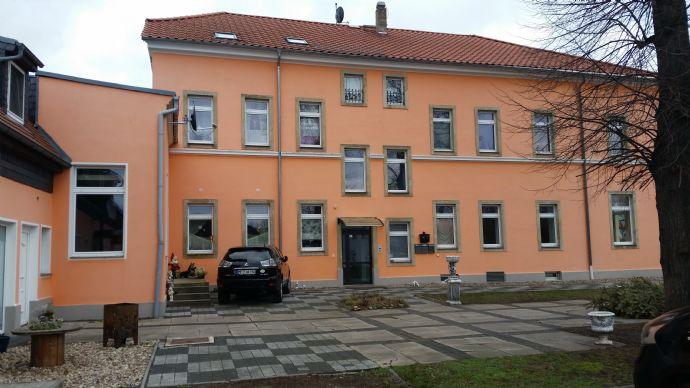 Vermietetes Mehrfamilienhaus mit großem Innenhof und Garten