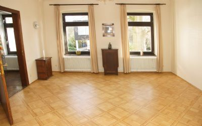 herrschaftliche jugendstilvilla mit einliegerwohnung in ratingen s d ost. Black Bedroom Furniture Sets. Home Design Ideas