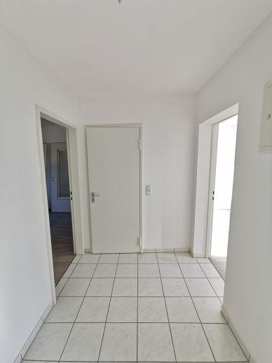 Großzügiges Wohnen in begehrter Lage mit Terrasse, Garage und Garten - 7 Zi. auf 2 Ebenen in Saarbrücken