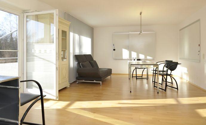 Loftige 2-Zimmer-Wohnung mit 65 m² Wfl. im 1. OG