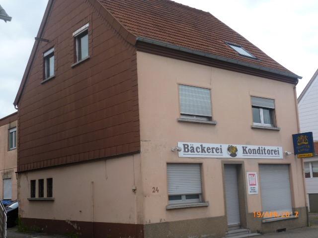 Wannemacher Immobilien **** Geräumiges Haus mit viel Potential mit ca. 400qm Fläche ****