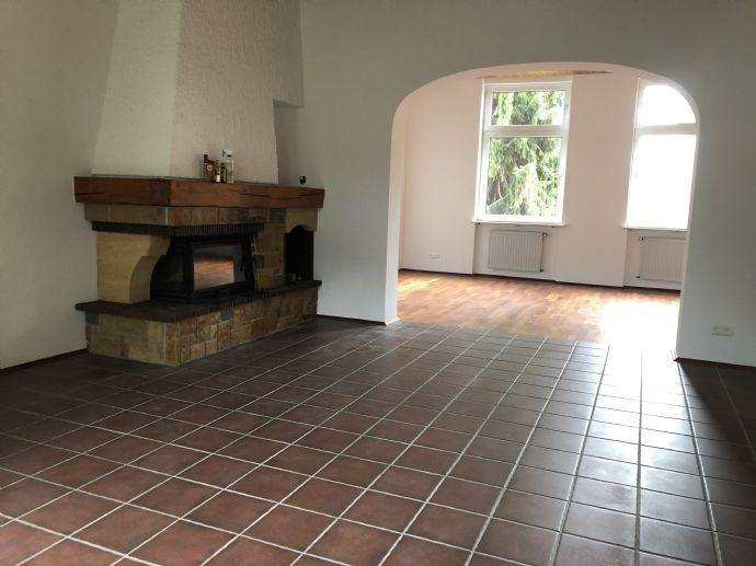 ***Sie lieben es individuell?***180qm mit großen Räumen, Kamin und auf zwei Etagen.