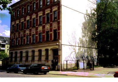 Bild 4 -Turnstr.- Ansicht west m. Parplatzzufahrt