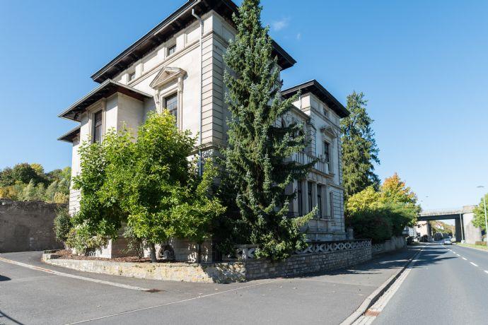 Einmalig! Extravagante Villa in bester Lage! Mainblick, großer Garten, hohe Decken! Teilweise renoviert!
