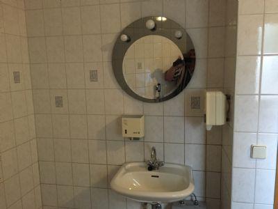 Waschplatz Herren-Toilette