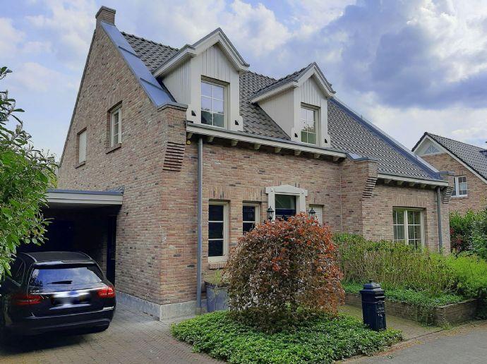 = Holland Immocenter = Sehr charmantes freistehendes Einfamilienhaus in ruhiger Lage!
