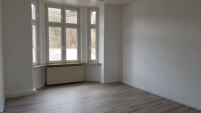 *Schöne Renovierte 4 Zimmerwohnung wartet auf Sie*
