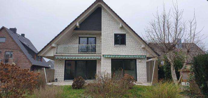 Schönes, helles, geräumiges Einfamilienhaus mit 6 Zimmern in Hamburg-Tonndorf , EBK, Garten, Garage