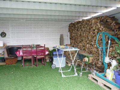 Carport mit Holzlege