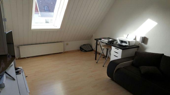 2,5 R-DG-Wohnung mit Schlafboden und Einbauküche