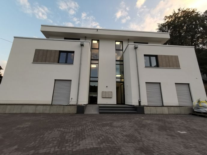 Exclusive 3-Zimmer-Wohnung für gehobene Ansprüche mit Terrasse, Einbauküche und Fahrstuhl 1.ET li