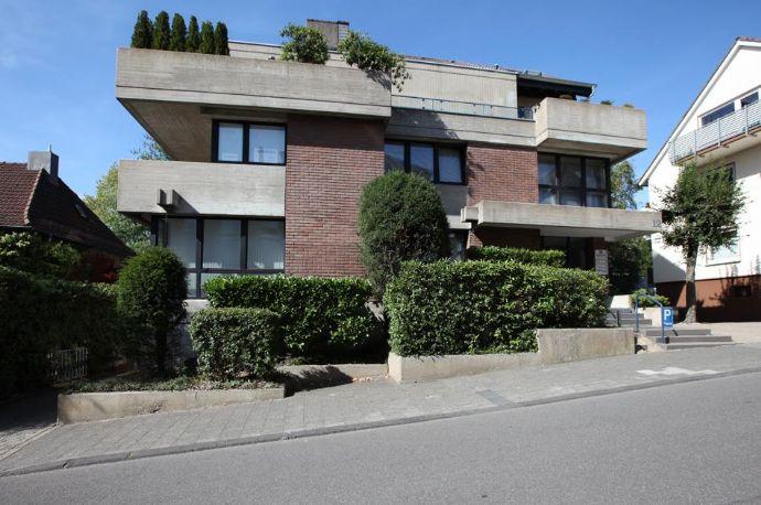 Bestlage! Außergewöhnliche 5-Zimmer-Penthouse-Wohnung mit großer Dachterrasse und 3 Garagen in Remscheid
