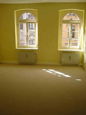 Schlafzimmer (mit Laminat, der Teppich ist raus!)